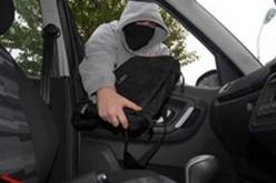 Tânără din Dej, arestată preventiv într-o cauză privind furturi din autovehicule