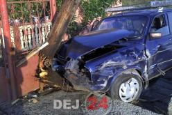 ACCIDENT la Fundătura! Un șofer beat a pus la pământ un stâlp din lemn