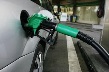Consiliul Concurenţei investighează de ce preţul carburanţilor din România depăşeşte media UE