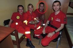 Dejenii joacă fotbal pentru a-l ajuta pe paramedicul Florin Benea