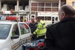 Bătrână JEFUITĂ de trei persoane pe o stradă din Dej! Prejudiciu de 2000 de euro