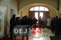 Grevă la Primăria Dej! O parte dintre angajați și-au întrerupt activitatea – FOTO/VIDEO