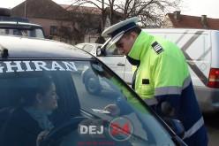 """Femeile aflate la volan, """"amendate"""" de polițiștii dejeni cu mărțișoare – FOTO/VIDEO"""