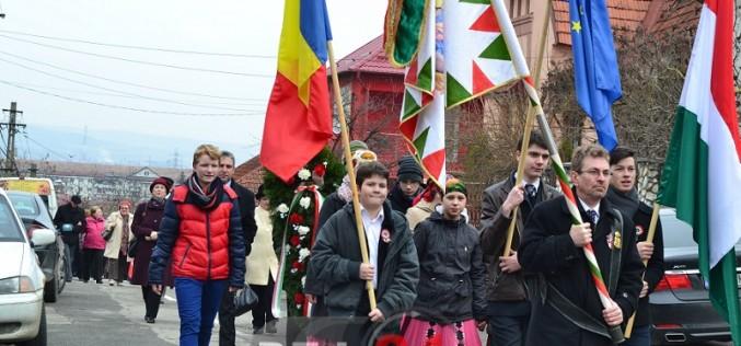 UDMR Cluj solicită explicații jandarmilor pentru acțiunea de îndepărtare a steagurilor Transilvaniei. La Dej totul a fost pașnic