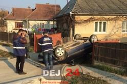 Accident în Coplean. Mașină răsturnată în curtea unei case – FOTO/VIDEO