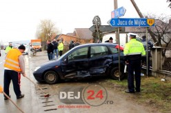 Mașină lovită în plin de o autoutilitară, pe DN1C, în Jucu – FOTO