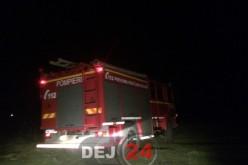 Pompierii din Dej intervin pentru lichidarea unui incendiu, în Sâmboieni