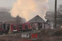 Incendiu la o fermă din Dej. Două autospeciale, trimise la fața locului – FOTO