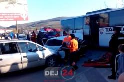 Accident cu trei victime încarcerate în Beclean. Autocar implicat în evenimentul rutier – FOTO