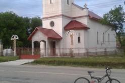 Slujbă de binecuvântare, în frunte cu ÎPS Andrei Andreicuț, la biserica din Rugășești