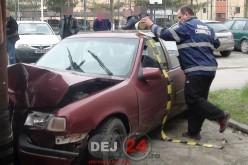 Un minor de 15 ani a furat o mașină și apoi a făcut accident, în Dej – FOTO/VIDEO