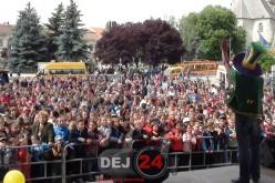 Distracție de zile mari în Piața Bobâlna din Dej. Copilașii au fost sărbătoriți – FOTO/VIDEO