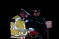 Un COPIL a furat azi-noapte o mașină și S-A IZBIT cu ea de un zid de beton