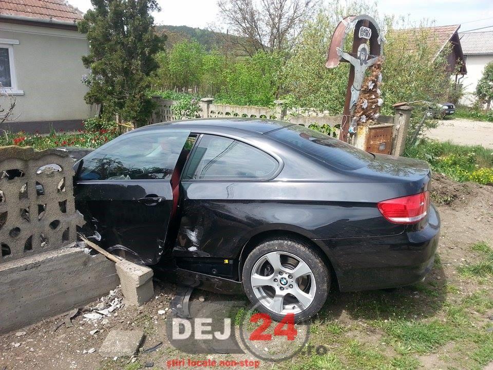 accident Jucu masina in gard