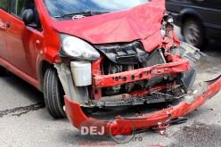 Accident cu două mașini implicate, pe strada 1 Mai din Dej – FOTO
