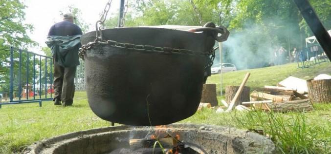 INVITAȚIE: Concurs de gătit gulaș, la Bistrița! Două titluri consecutive, obținute de o echipă din Dej