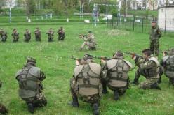 Militari români instruiți la Dej de către patru instructori britanici – FOTO