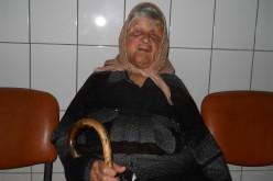 Bătrână de 85 de ani, din Vad, bătută și jefuită de trei indivizi în miez de noapte