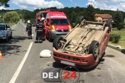 Accident de circulație în zona OMV Dej. Un autoturism a ajuns cu roțile în sus – FOTO/VIDEO