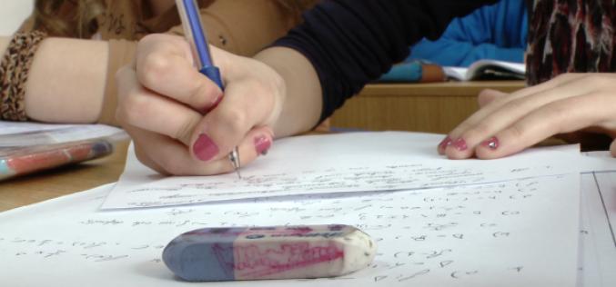 Peste 450.000 de elevi susţin astăzi simularea examenelor naţionale