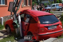 Accident în Cășeiu. O mașina s-a izbit de un stâlp de electricitate – FOTO/VIDEO