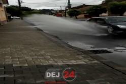 DE LA CITITORI – Locuitori din Dej, treziți din somn de… apa din bălți – VIDEO