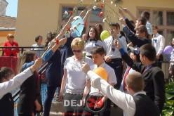 Elevii de clasa a VIII-a din Dej și-au luat rămas bun de la gimnaziu – FOTO/VIDEO