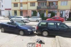 Gherla. O femeie a încurcate pedalele și a avariat mai multe mașini – FOto