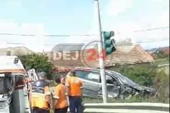 Accident rutier la Răscruci. A intrat într-o depășire riscantă și a acroșat o autobasculantă – FOTO