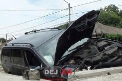 Accident în Dej. O mașină S-A IZBIT de un podeț – FOTO/VIDEO
