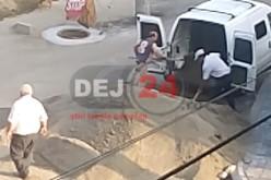 FILMAȚI în timp ce sustrăgeau materiale de construcții, în Dej. Vezi IMAGINILE – VIDEO
