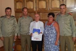 Plutonierul (rtr.) Dumitru Pop, felicitat de militarii din Dej la împlinirea celor 95 de ani