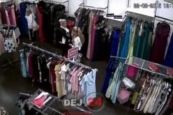 Femeie surprinsă de CAMERELE DE SUPRAVEGHERE în timp ce FURA o rochie – VIDEO