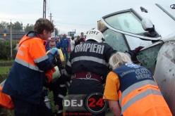 Accident în Bunești. O femeie a rămas ÎNCARCERATĂ între fiarele contorsionate – FOTO/VIDEO