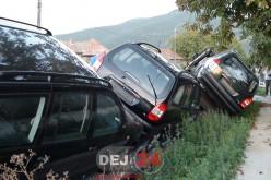 Accident în Cășeiu. TRAILER încărcat cu mașini, RĂSTURNAT în afara șoselei – FOTO/VIDEO