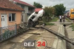 ACCIDENT SPECTACULOS la intrare în Dej. Mașină înfiptă într-un gard FOTO/VIDEO