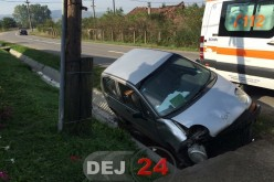 Accident la Mănăstirea. O mașină s-a izbit de un capăt de podeț – FOTO