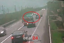 Accident la ieșire din Dej. Evenimentul rutier, suprins pe CAMERELE DE SUPRAVEGHERE – VIDEO