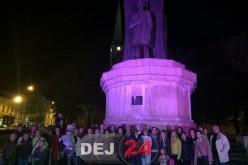 Luptă împotriva cancerului la sân – statuia din Parcul Mic din Dej a fost iluminată în roz – FOTO/VIDEO