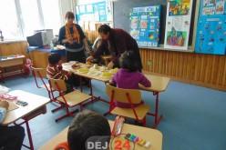 """Elevii de la """"Brâncuși"""" au dus fructe proaspete la Școala Gimnazială Specială Dej – FOTO"""