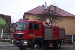 Moș Crăciun a ajuns la Detașamentul de Pompieri Dej – FOTO