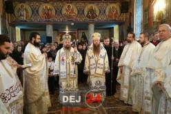 Preoți din Dej, Liturghie arhierească în Parohia Strâmbu. La slujbă au participat și doi înalți clerici – FOTO