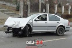 ALCOOLUL la volan: Șofer din Dej, ACCIDENT în Cluj-Napoca. A intrat cu mașina într-un stâlp