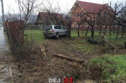 Accident în Dej. S-a oprit cu mașina într-un copac – GALERIE FOTO