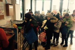 Alimente donate unor familii nevoiașe din Mintiu Gherlii, Cășeiu, Chiuiești și Cuzdrioara – FOTO