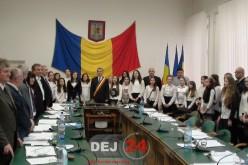 Primarul și consilierii locali din Dej, colindați la sfârșitul ultimei ședințe din an – VIDEO