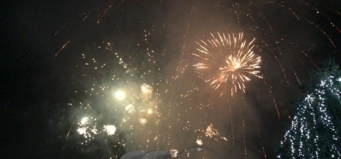 Locuitori din Dej au sărbătorit împreună, în Piața Bobâlna, trecerea în anul 2017
