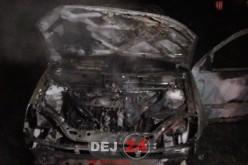 Incendiu în Gârboul Dejului. O mașină S-A FĂCUT SCRUM – FOTO/VIDEO