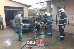 Mașină în flăcari, în Gherla. Au intervenit pompierii din Dej – FOTO
