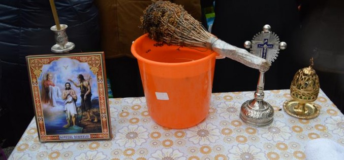 Creștinii sărbătoresc astăzi Boboteaza sau Botezul Domnului. Tradiții și superstiții